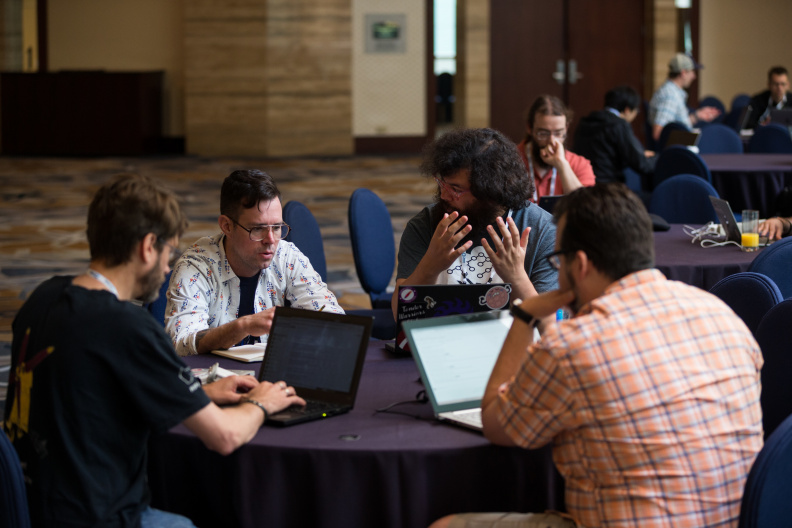 20170517_the-linux-foundation_apachecon-2017_miami_florida-117_34699201246_o.jpg