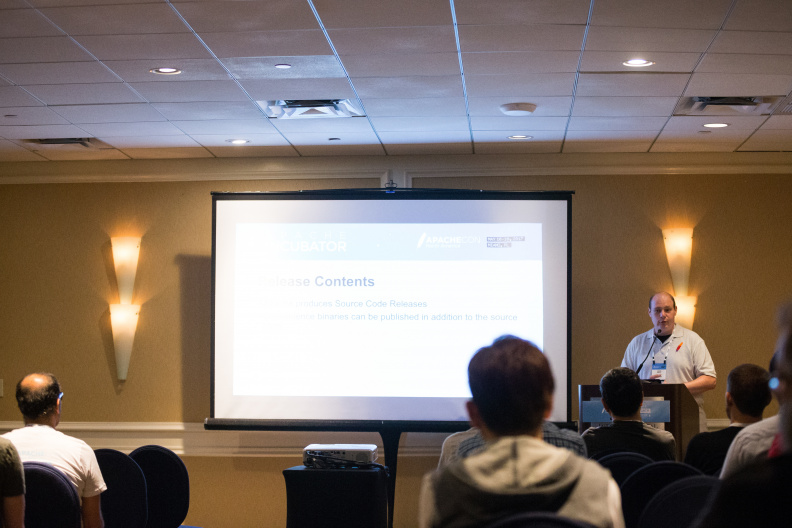 20170517_the-linux-foundation_apachecon-2017_miami_florida-078_34739330495_o.jpg