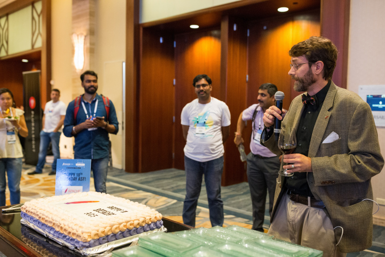 20170516_the-linux-foundation_apachecon-2017_miami_florida-431_34699421186_o.jpg