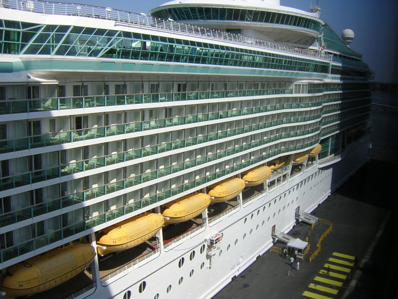 cruise-ship-behind-the-hotel_483123632_o.jpg