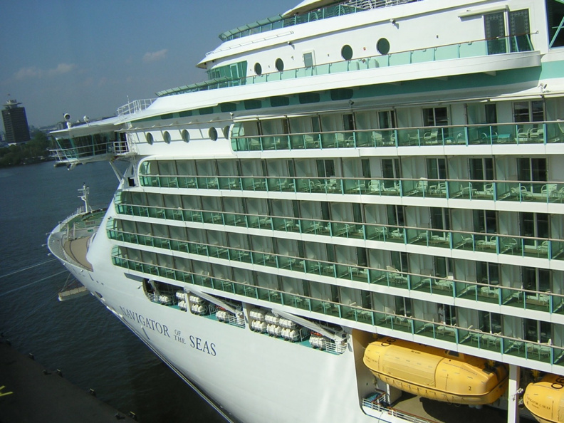 cruise-ship-behind-the-hotel_483142925_o.jpg