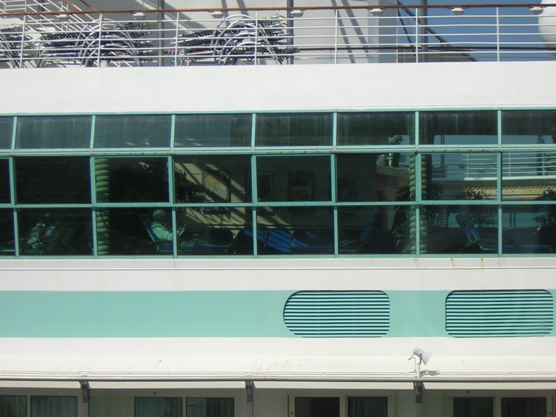 cruise-ship-behind-the-hotel_483142987_o.jpg