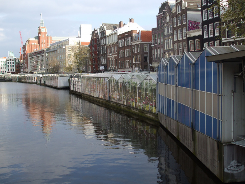 walking-around-amsterdam_2396296783_o.jpg