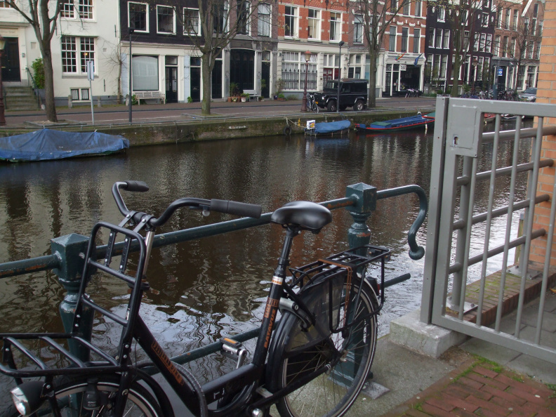 walking-around-amsterdam_2396301675_o.jpg