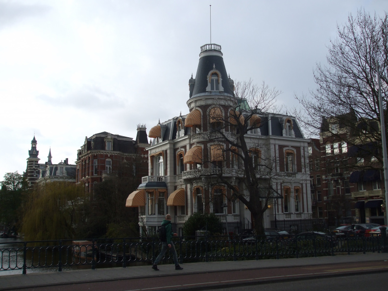 walking-around-amsterdam_2396310239_o.jpg
