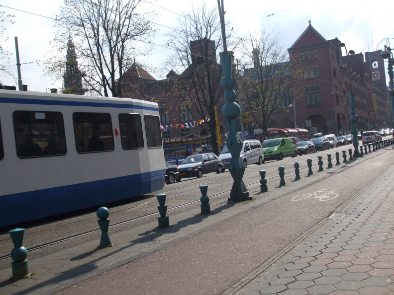 walking-around-amsterdam_2396361119_o.jpg