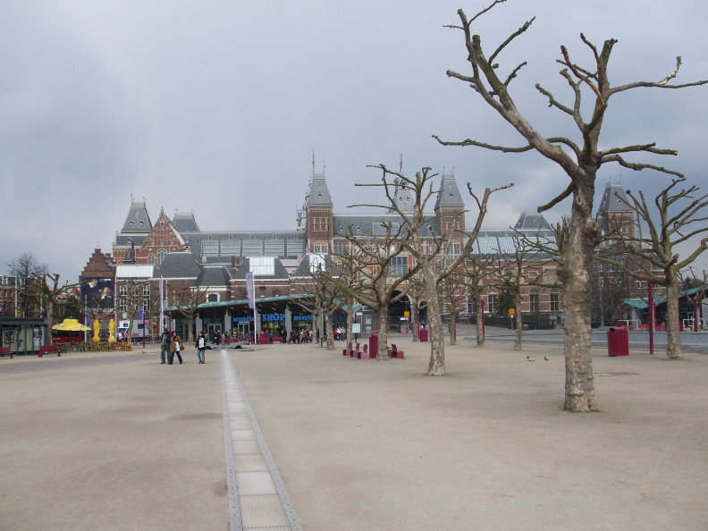 walking-around-amsterdam_2397155014_o.jpg