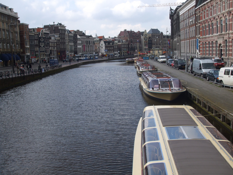 walking-around-amsterdam_2397158996_o.jpg