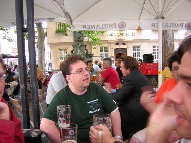 dinner-tuesday-apachecon-eu-2005-stuttgart_27281352_o.jpg